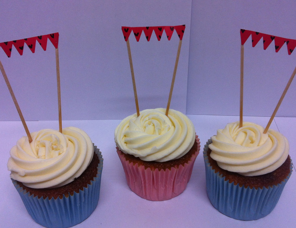 Tiny Heart Red Mini Bunting in Cupcakes