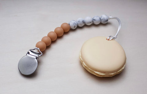 Pacifier Clip with Macaron (more colours available)