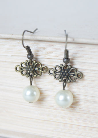 Ecru Pearl Earrings