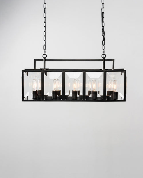 Eliza Chandelier, Medium