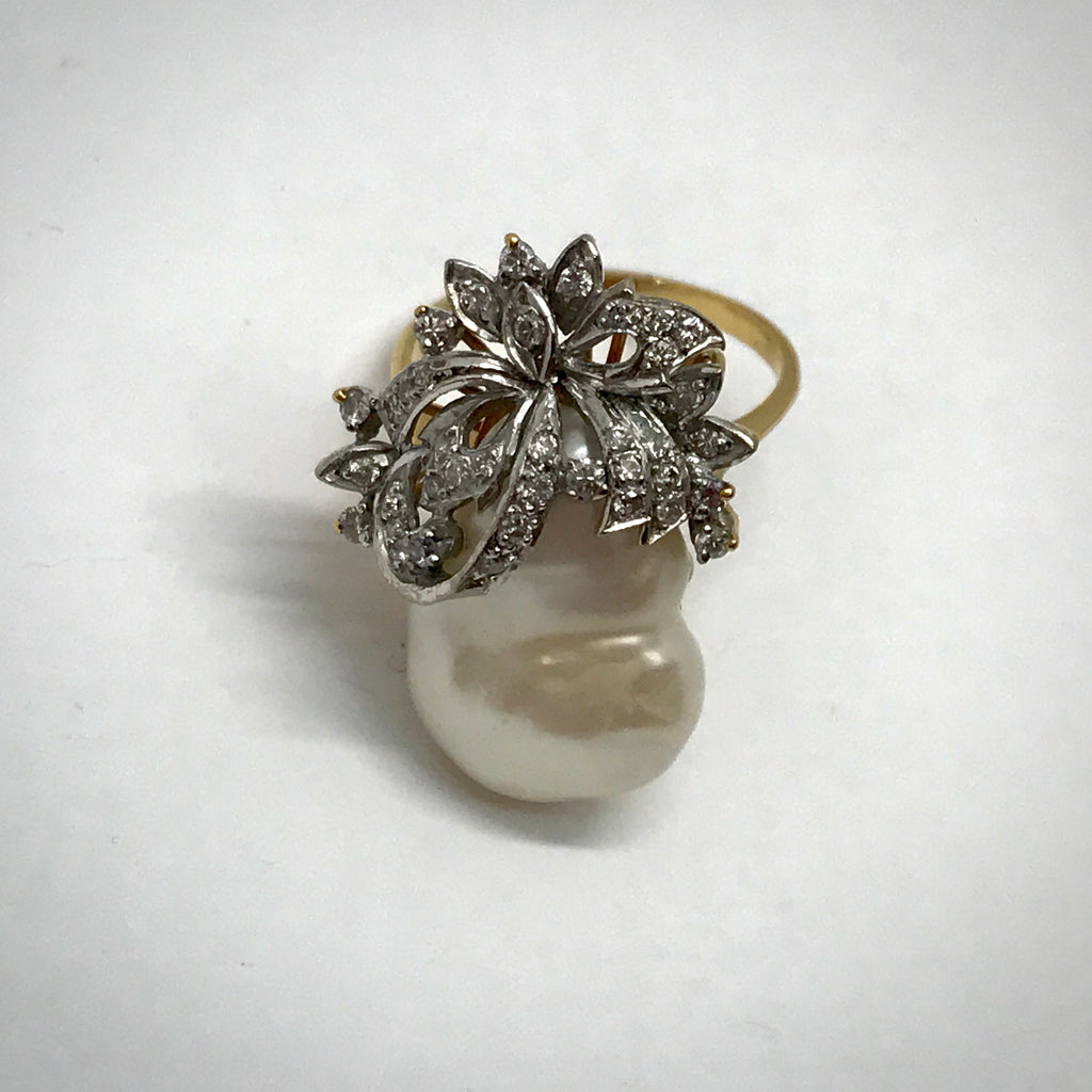 Ladies 18KY ring with large baroque pearl 1/2 ctdw bow motif