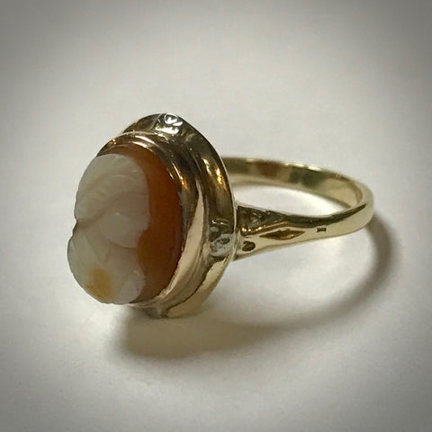 Ladies 10KY antique stone (sardonyx) cameo ring