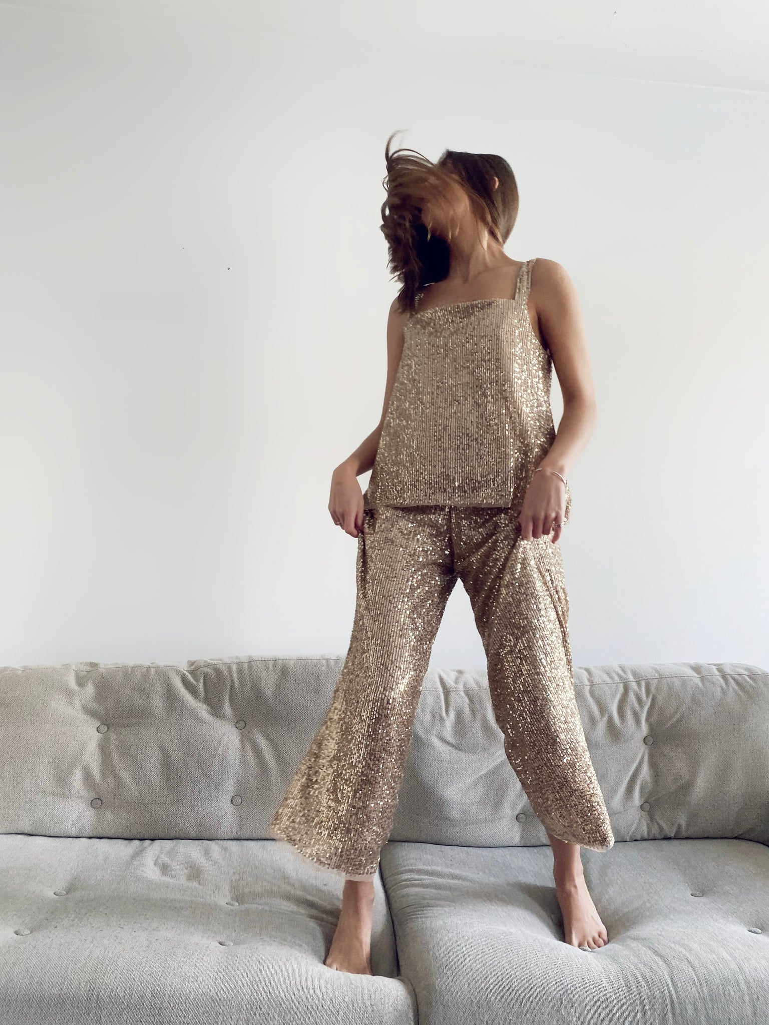9776 - BRIA - SEQUINS GOLDEN PANTS -BYOU by Patricia Gouveia