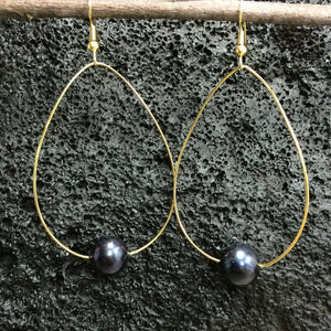 Gold Hoop Earrings with Black Pearl