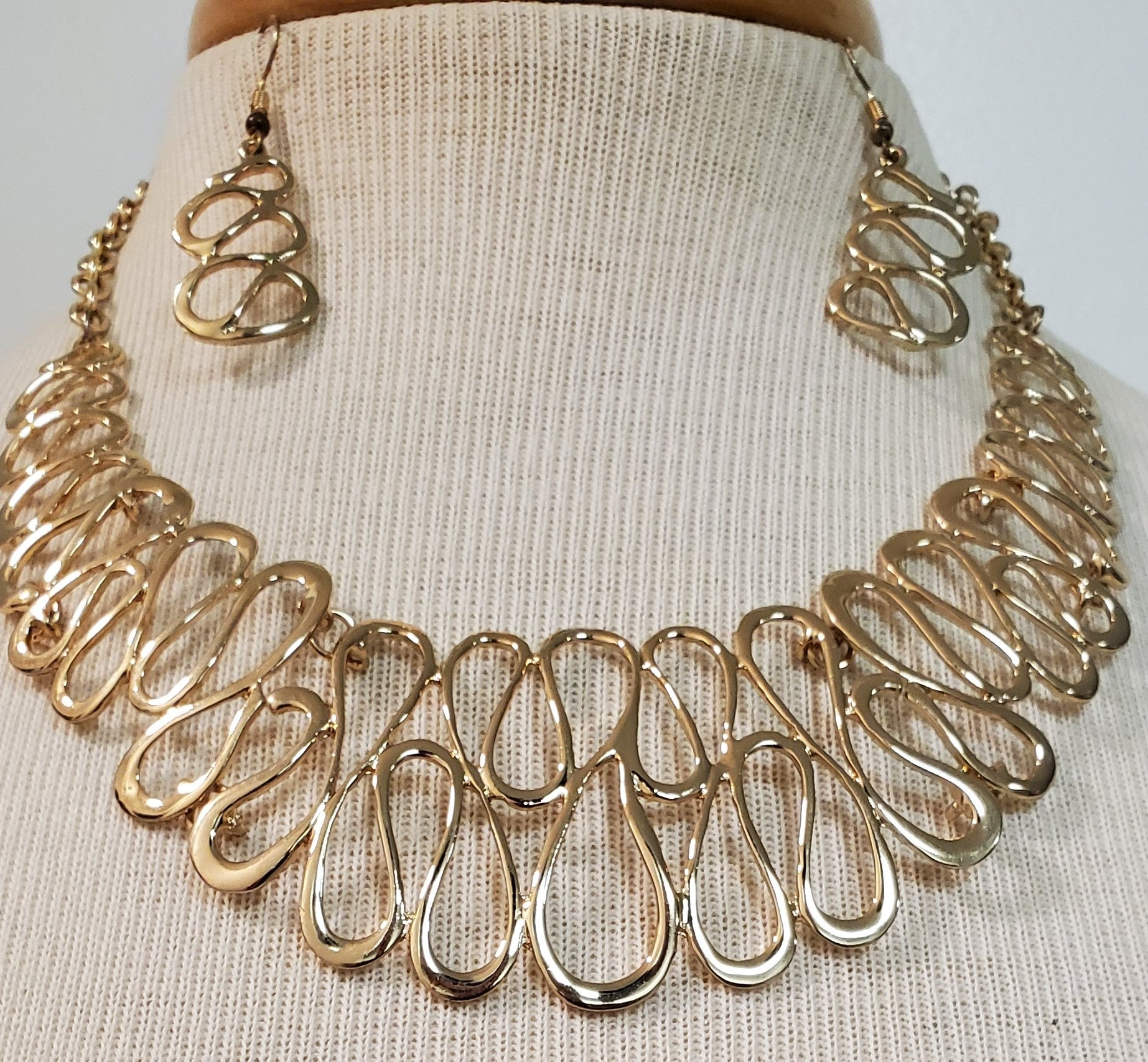 Gold Swirls Necklace and Earring Set