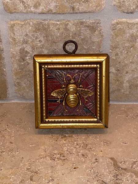 Square with Deco Design and Grande Bee