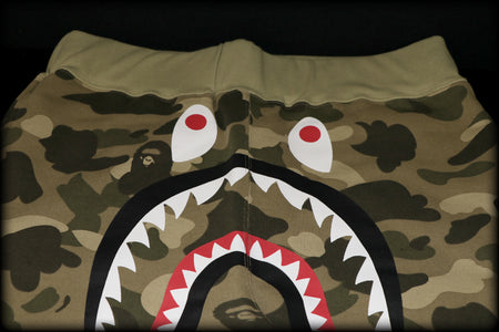 A BATHING APE SHORT