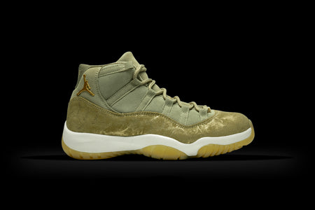 AIR JORDAN 11 RETRO WMNS (WORN)
