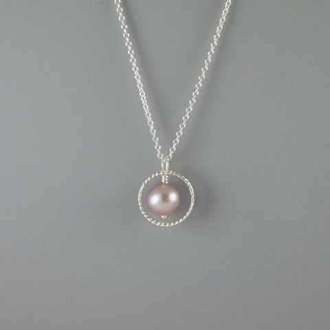 Single rope circle pendant with natural freshwater pearl