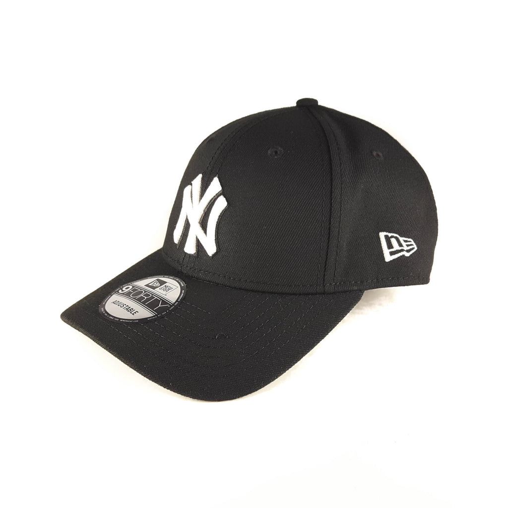 New York Yankees MLB Black & White 9Forty Strapback Cap