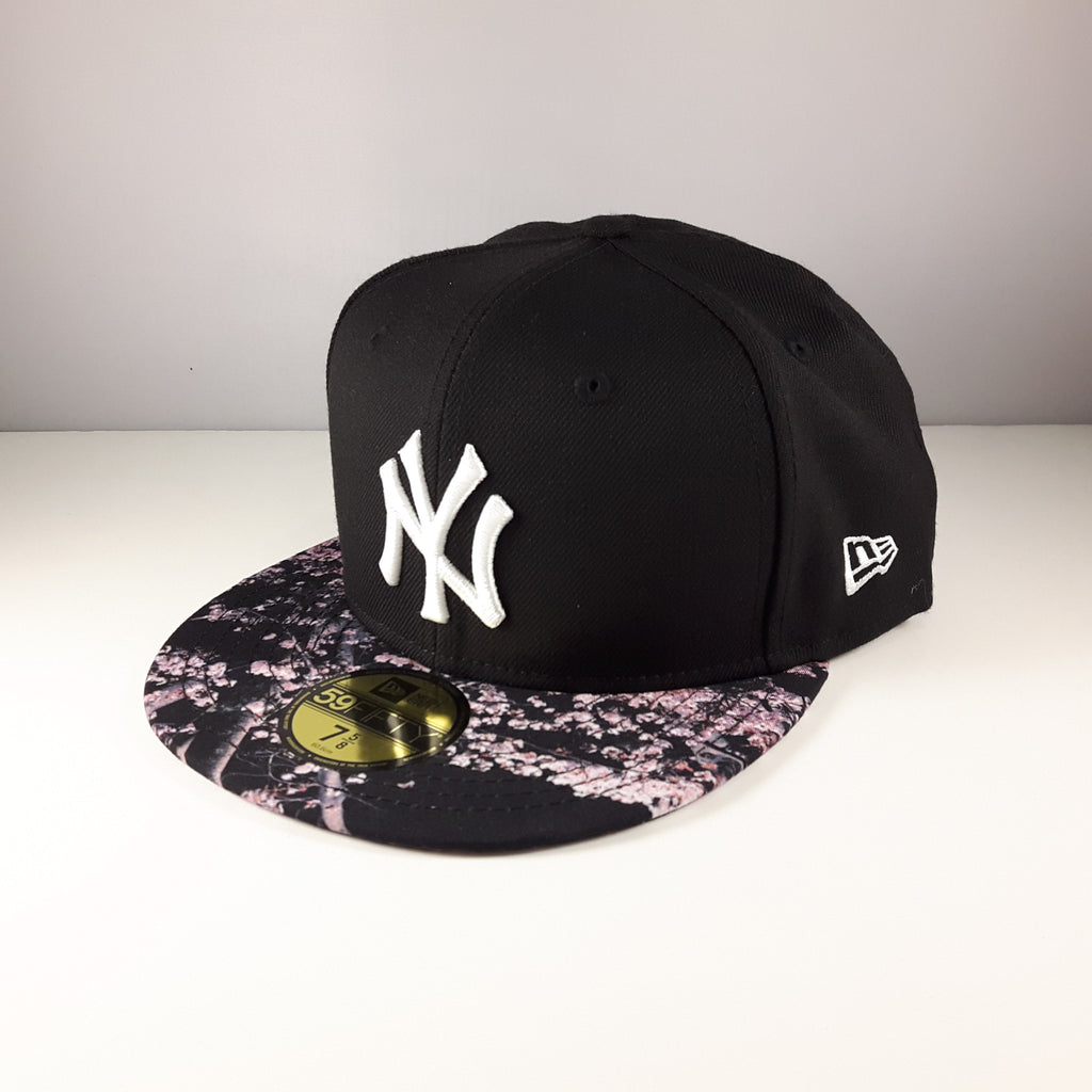 Sakura MLB New York Yankees Black New Era 59Fifty Fitted Cap