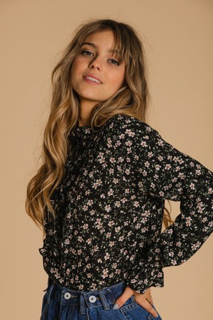 Floral blouse with elastic sleeve