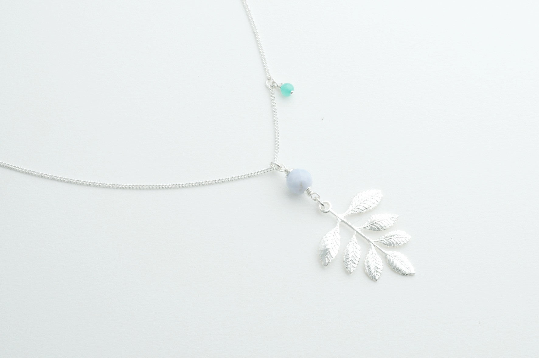 ....Kette SEVEN LEAFS versilbert..Necklace SEVEN LEAFS silver plated....