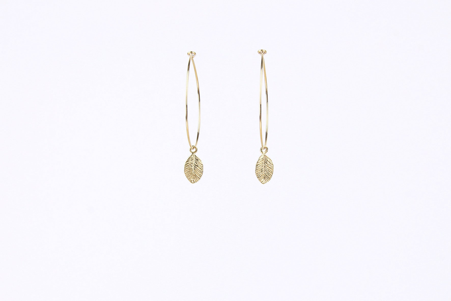 jewelberry ohrringe earrings tiny leaf hoops gold plated sterling silver fine jewelry handmade with love fairtrade