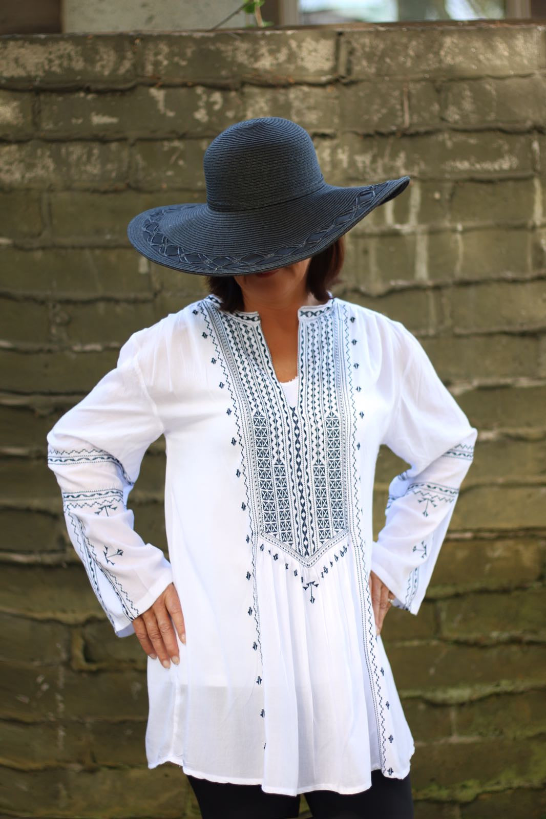 Tunic Long Sleeve Needlepoint in White & Navy