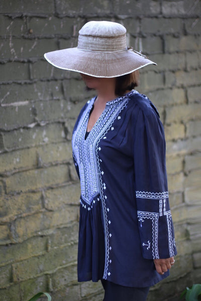 Tunic Long Sleeve Needlepoint in Navy & White