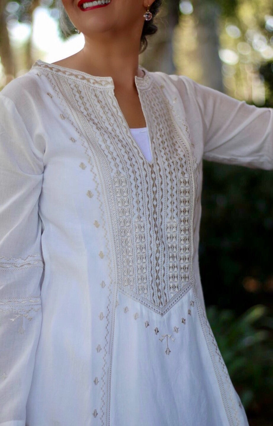 Tunic Long Sleeve Needlepoint in White & Tan