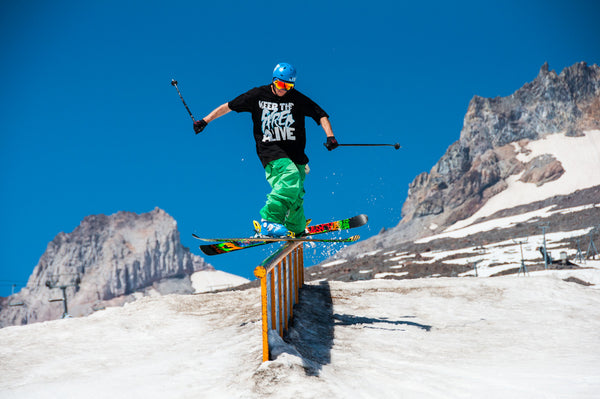 Andy Parry skiing a handrail