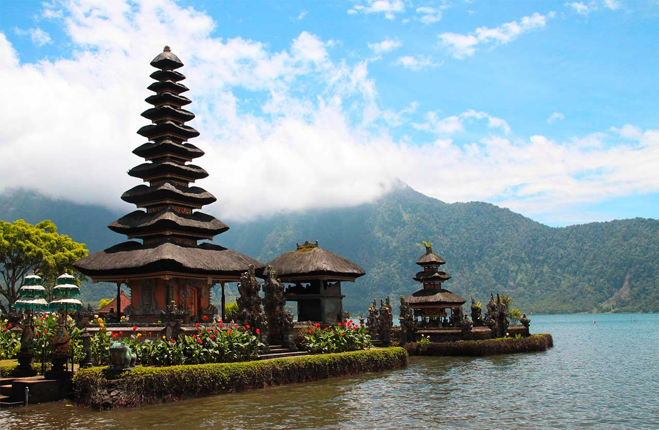 The North of indonesia, Munduk and its lakes