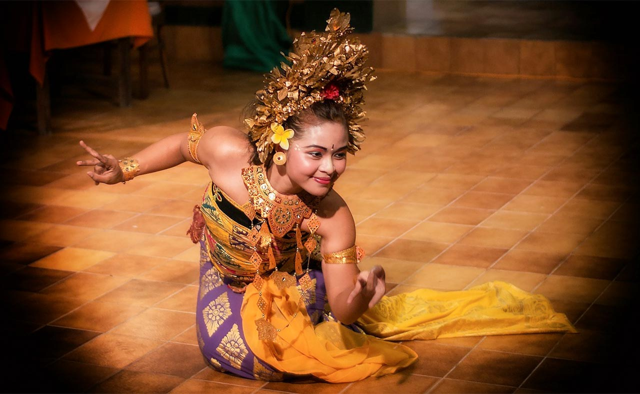 Pendet traditional dance from Bali, Indonesia. Offerings are made to purify the temple or theatre.