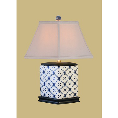 BLUE & WHITE DIAMOND VASE LAMP