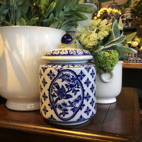 BLUE AND WHITE ROUND BIRD JAR SM