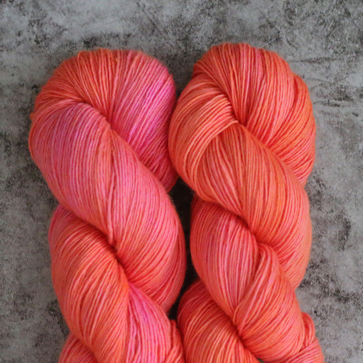 Twist Light | Neon Peach