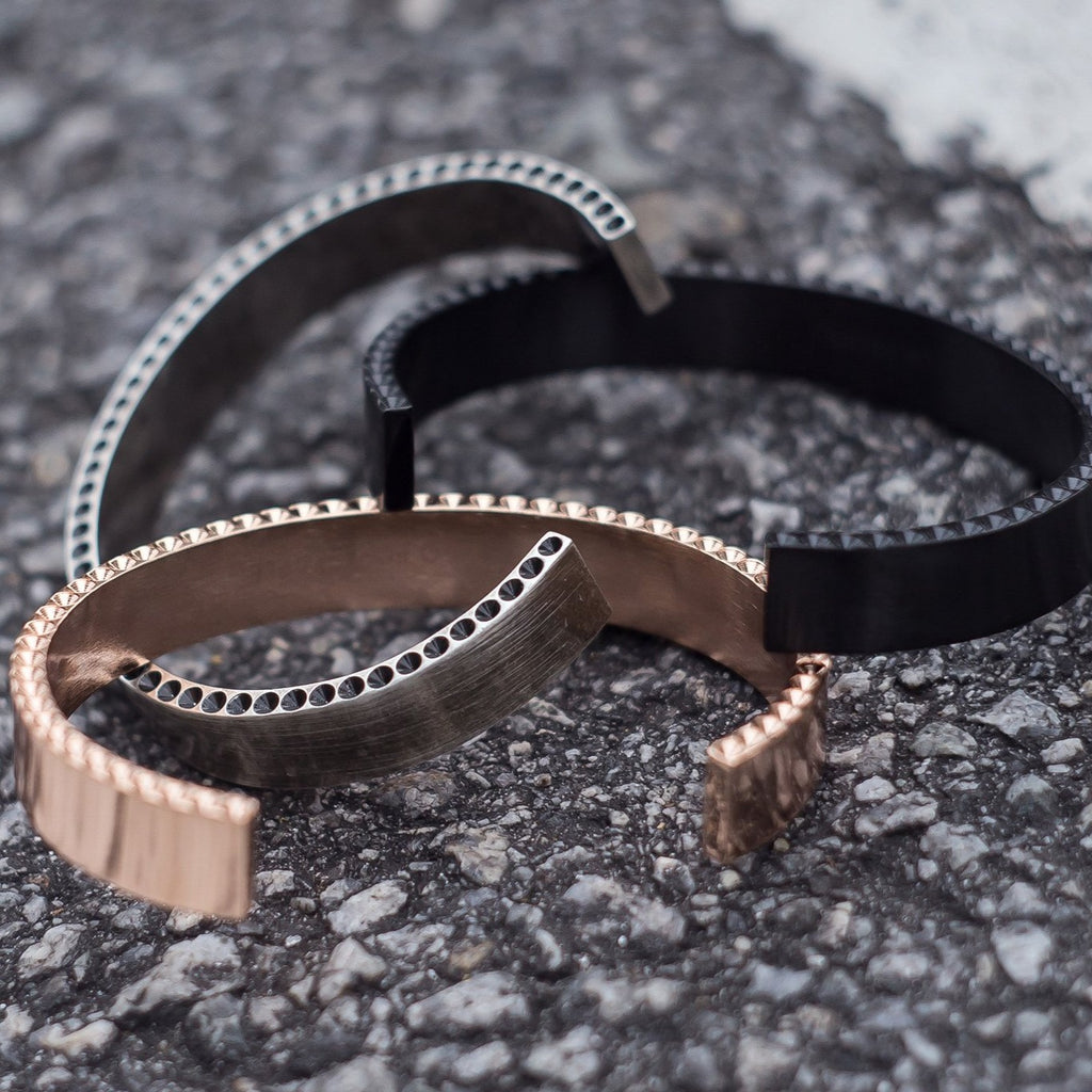 Armera Split Anti-Spike Cuff x Black
