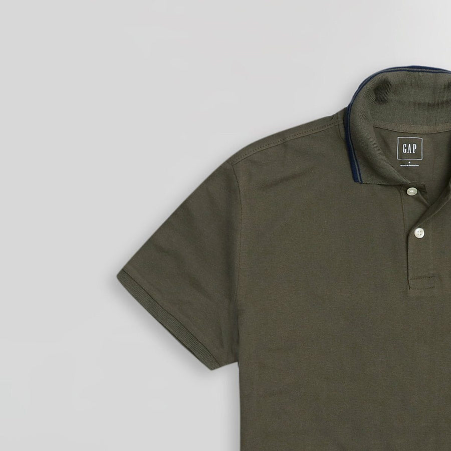 GAP-olive tipped collar embroidered pique polo