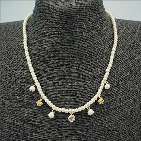 CHARMING PEARLS Privilege Necklace - VistaShops - 1