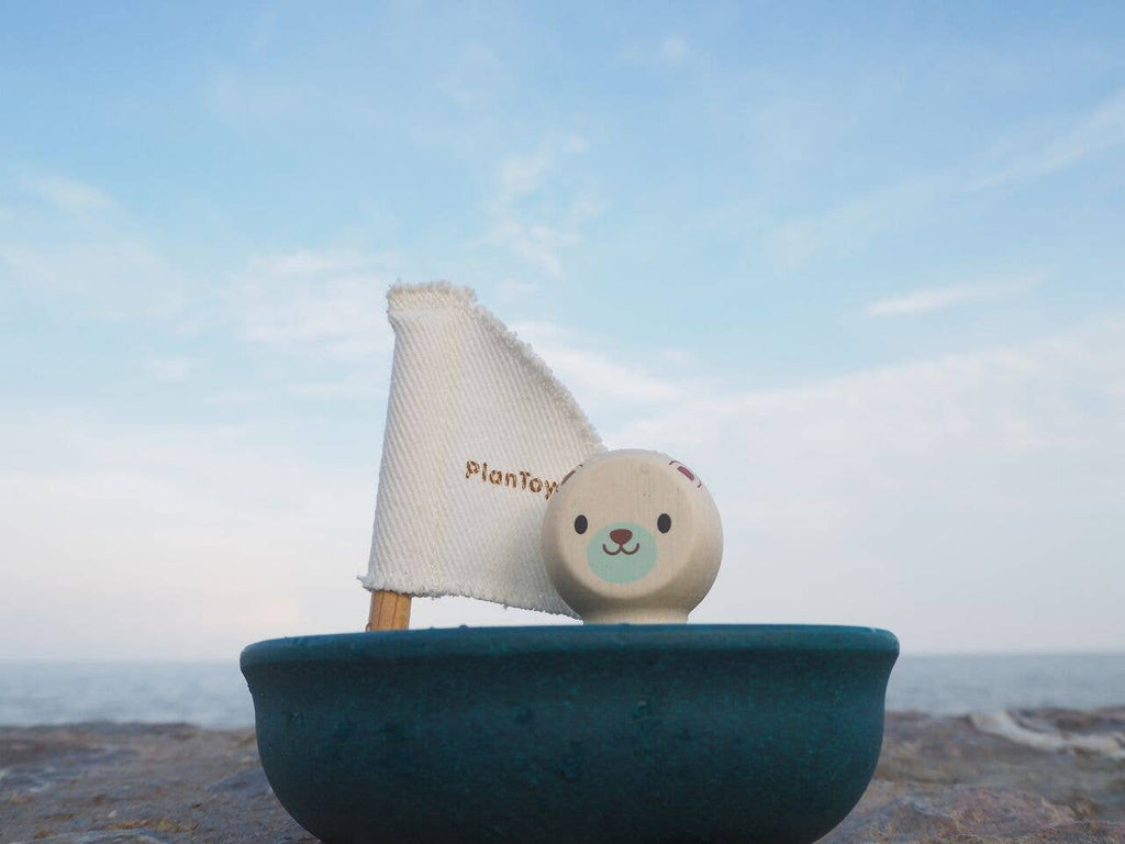 PlanToys - Sailing Boat - Polar Bear