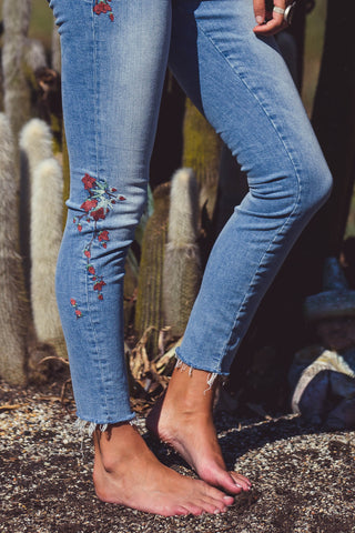 Alissa Ankle Embroidered Vintage Jeans
