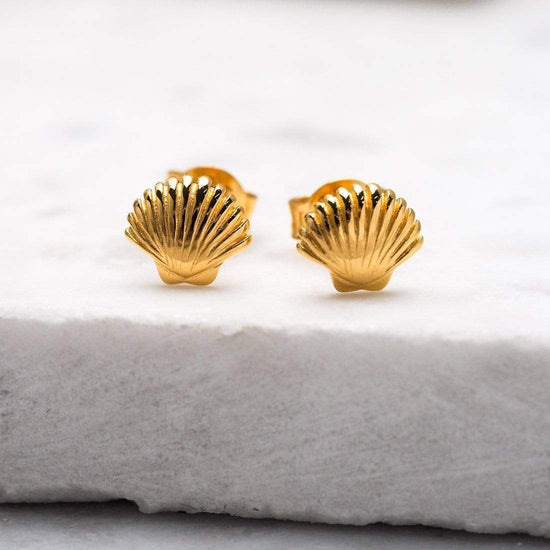 S455G - Gold Dainty Seashell Studs