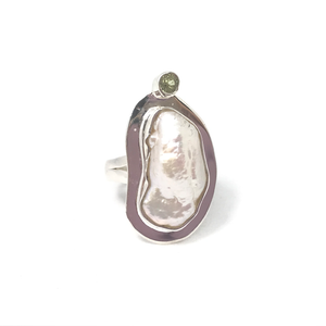 silver ring with biwa pearl and peridot