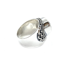 Load image into Gallery viewer, clear quartz teardrop sterling silver ring