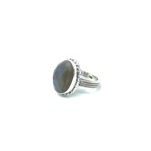 silver gemstone ring with labradorite stone