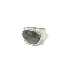 Load image into Gallery viewer, brushed silver labradorite ring