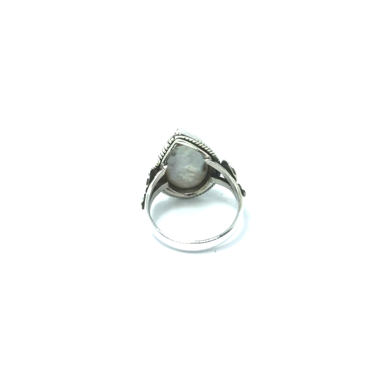 mother of pearl gemstone ring