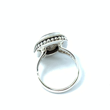 Load image into Gallery viewer, sterling silver shell statement ring