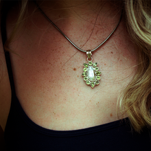 Load image into Gallery viewer, pearl with peridot gemstone boho pendant necklace