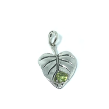 Load image into Gallery viewer, silver leaf peridot pendant