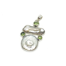 Load image into Gallery viewer, biwa pearl and peridot sterling silver pendant