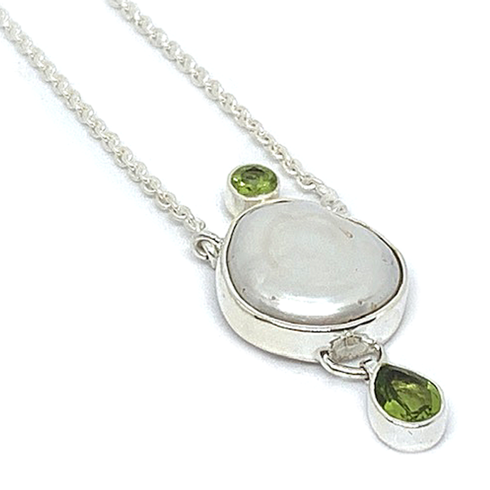 pearl with peridot necklace