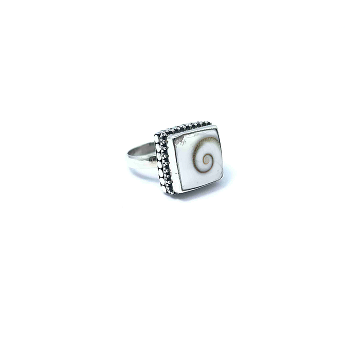 Shiva Shell Boho Gemstone Ring Sterling Silver - Stoned Hilda Discover the soul of Gemstones