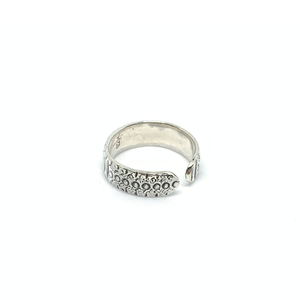 silver boho toe ring with dots