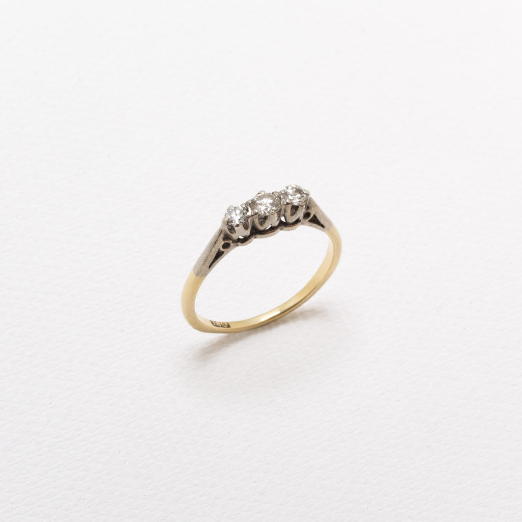 18K Gold, Vintage Ring, With 3 Diamonds