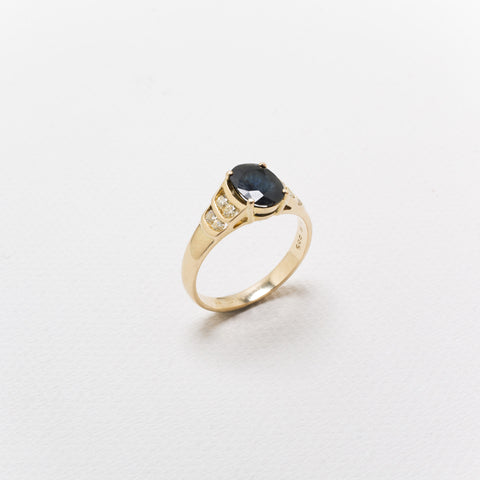 18K Gold, Vintage Ring, With large Sapphire and Diamonds