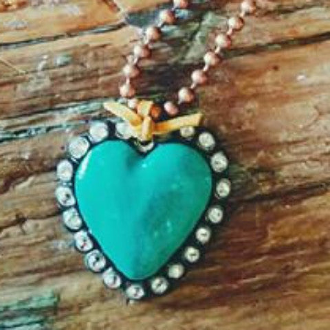 KARI HEART NECKLACE
