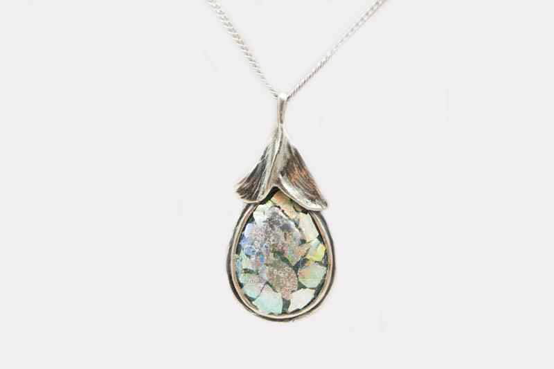 Top Leaves Roman Glass Necklace