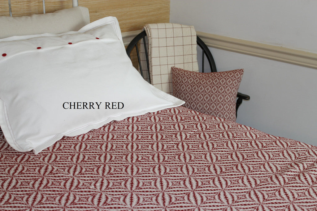 Blooming Leaf Queen Coverlet in Cherry